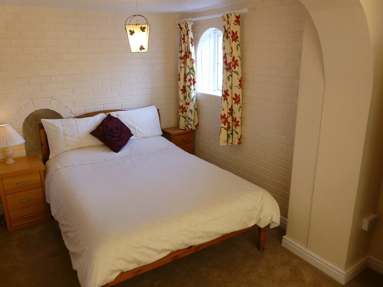 Double bedroom with Archway
