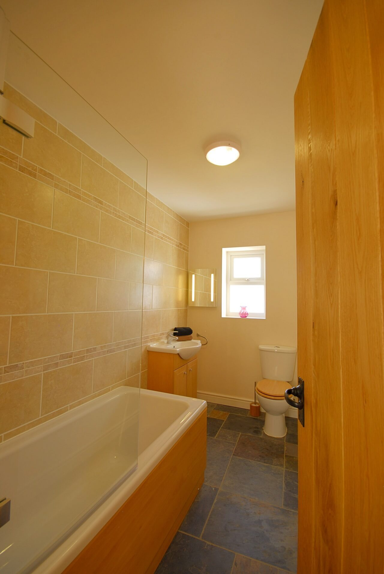 Self catering sleeps 6 2 bathrooms